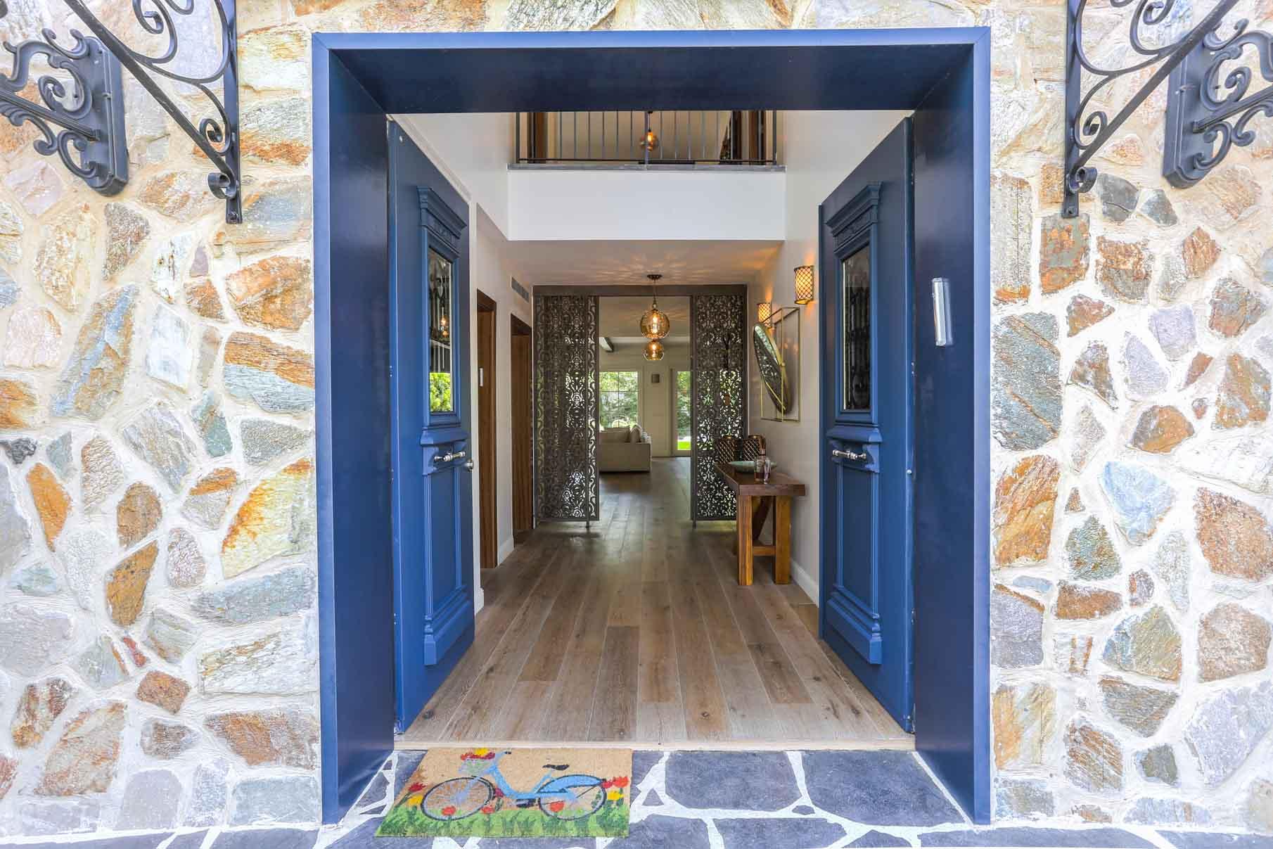איך לבחור דלת כניסה
