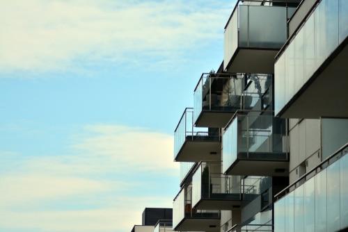 מרפסות תלויות מפלדה להעלאת שווי הנכס